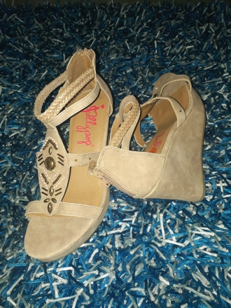 White leather wedges NGN 13000
