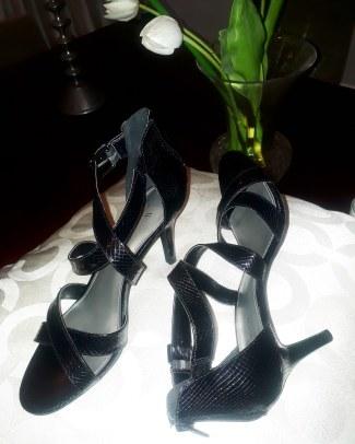 Worthington's black heely sandals eith back zipper. NGN 15000