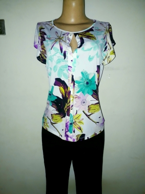 Worthington stretchy floral top. US Medium. NGN 6000